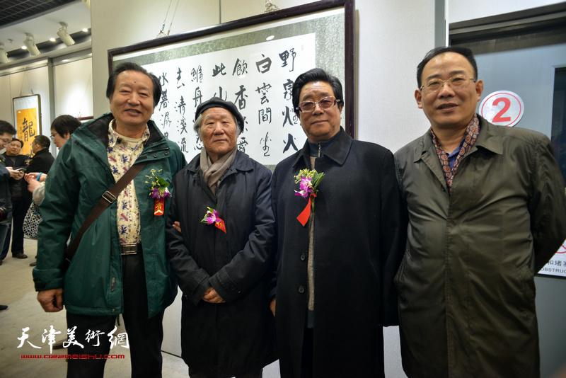 姬俊尧、曲学真、刘家城、卞昭宏在六人展现场。