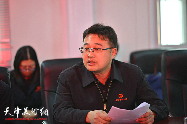 中铁一局天津公司10号线11标项目经理李连和介绍情况。