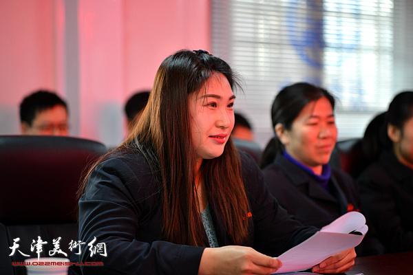 女职工代表李蕾发言