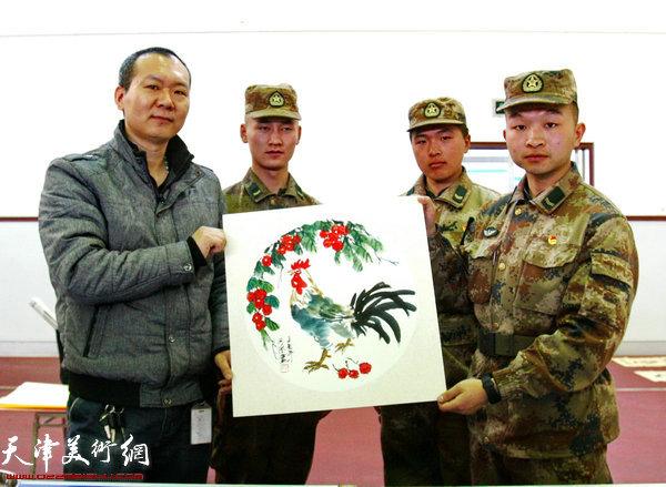画家何成为战士画的《大吉图》