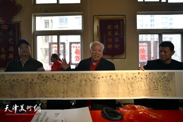 王超向刘园祥音法鼓会赠送《八十七神仙卷》