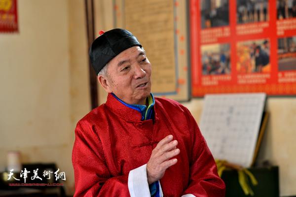 老艺人王振东谈非遗传承。