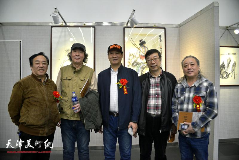 左起:陈钢、张亚光、马寒松、时景林在画展现场。