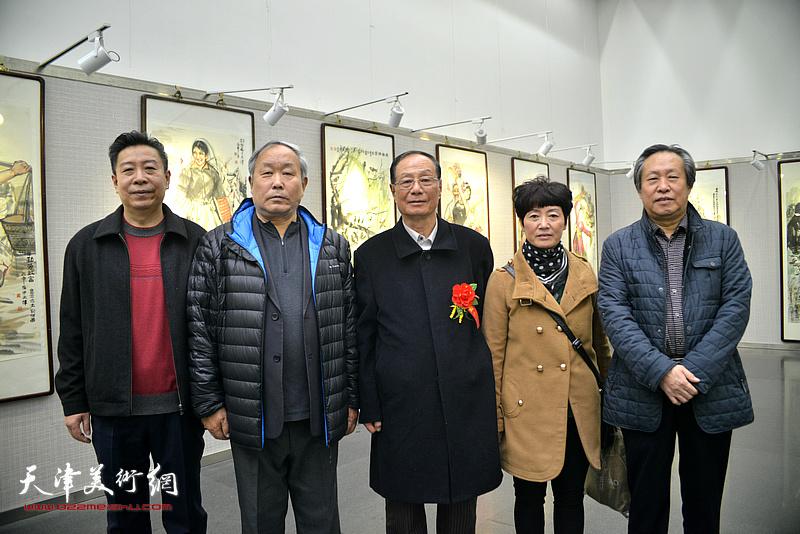 唐云来、刘国胜、李增亭、刘维昆在画展现场。