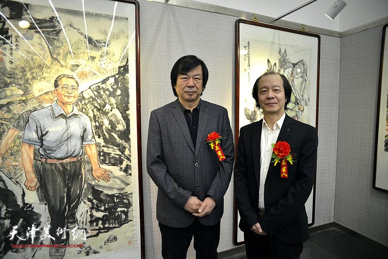 史振岭、王荃力在画展现场。