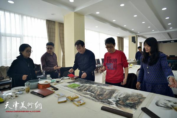 黑成义、穆怀安、乔美娟、赵筱兰、张养峰在活动现场。