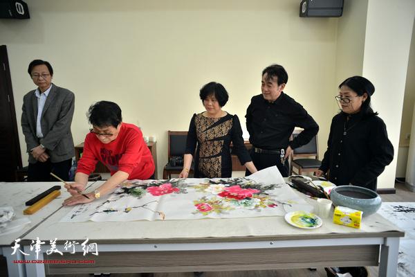 黑成义、穆怀安、陈音兰、赵筱兰在活动现场。