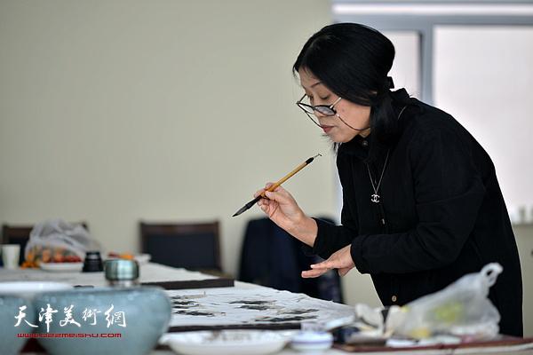 赵筱兰在活动现场。