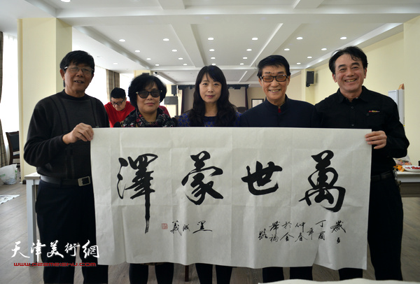 黑成义、穆怀安、陈音兰、杨金池、乔美娟在活动现场。
