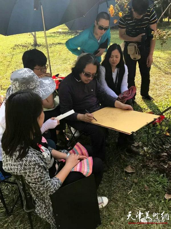 贾广健带学生到西双版纳采风写生