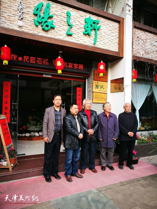 徐庆举、夏伟革、胡周成、姬俊尧、纪振民在揭牌后合影。