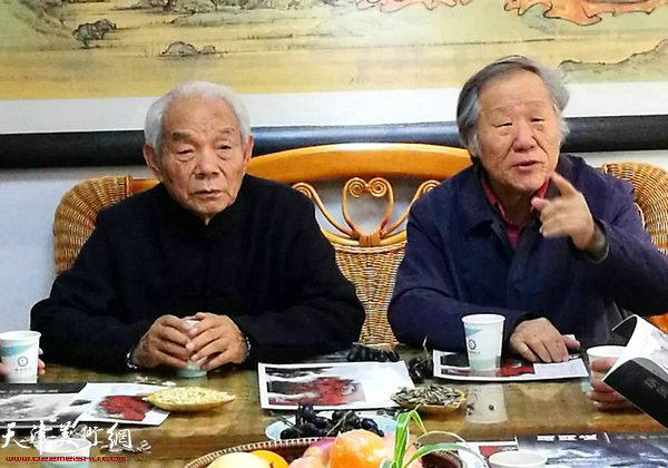 纪振民、姬俊尧在座谈会上。