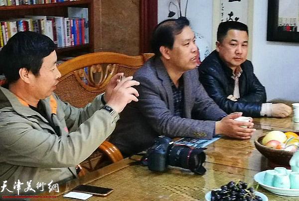 左起:轩之缘主人朱旭培、徐庆举、夏传革在座谈会上。