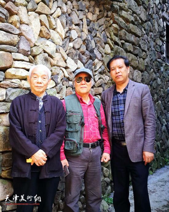 纪振民、姬俊尧、徐庆举在岩下石头村。