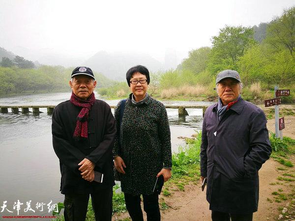 纪振民、姬俊尧、伊汉铭在朱潭山景区。