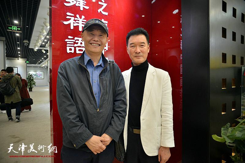 陈之海与项宁在画展现场。