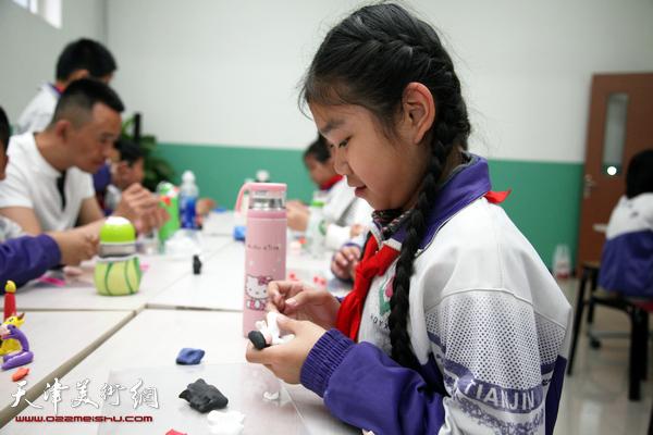 天津面塑艺术家刘芳走进小学课堂