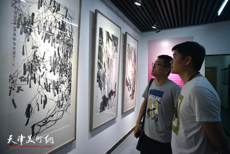 天津画院写生作品展5月17日在青年美术创作研究中心青创美术馆举行。