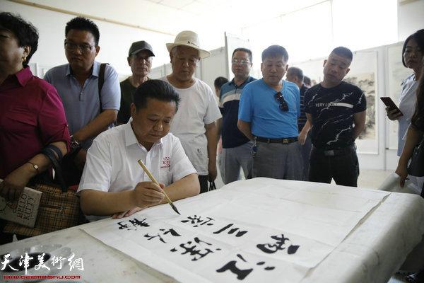 王鸿鑫在笔会现场