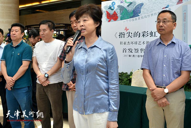 今晚报社副社长刘晓津致辞。