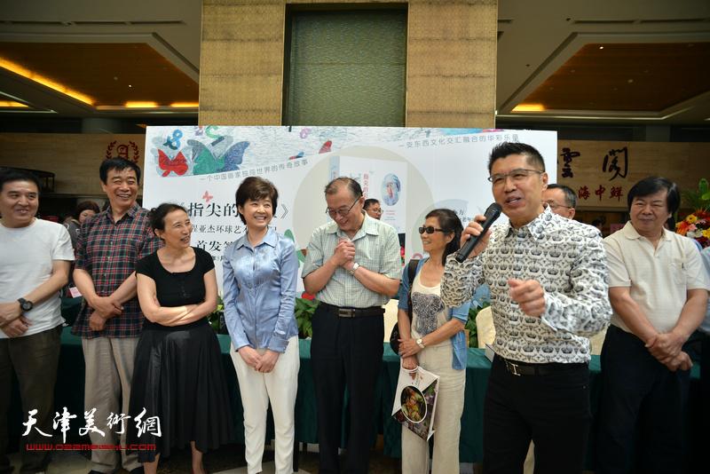 传主、新加坡国际油画大师程亚杰致辞。
