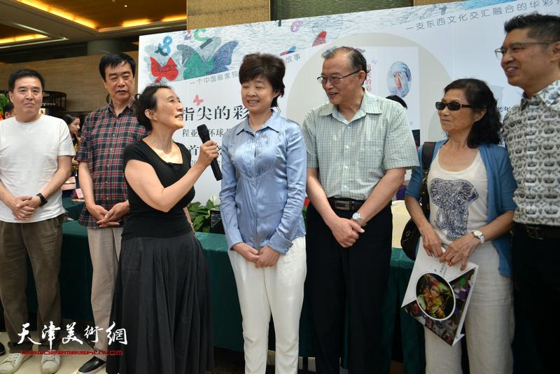 天津作协主席赵玫到场祝贺。