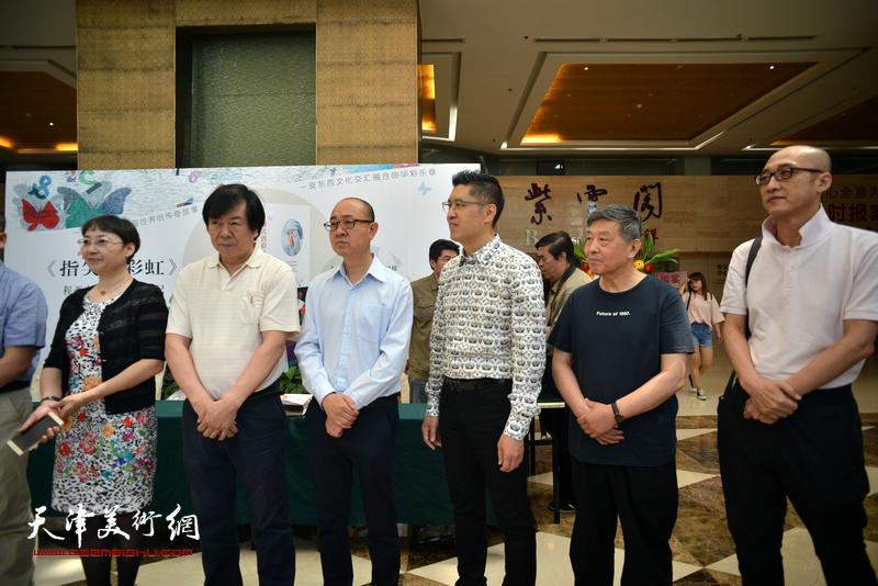 左起:赵枚、史振岭、马驰、程亚杰、刘学仁、周磊在首发现场。