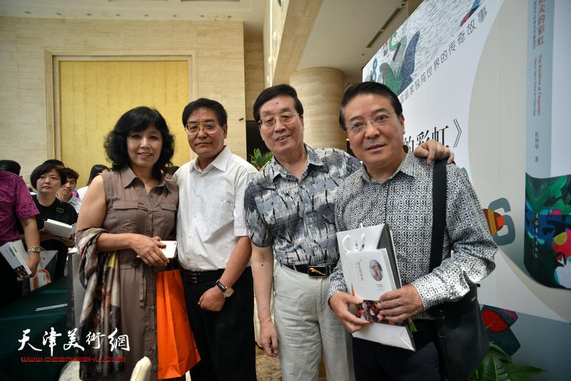 杜仲华、许丽娟、载庸、贾建茂在首发签售现场。