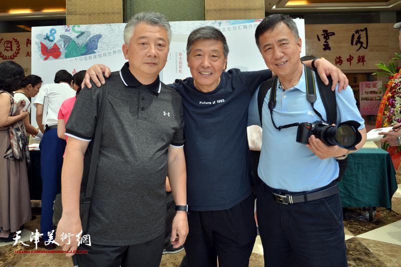 刘学仁、沙志国、阎兴明在首发签售现场。