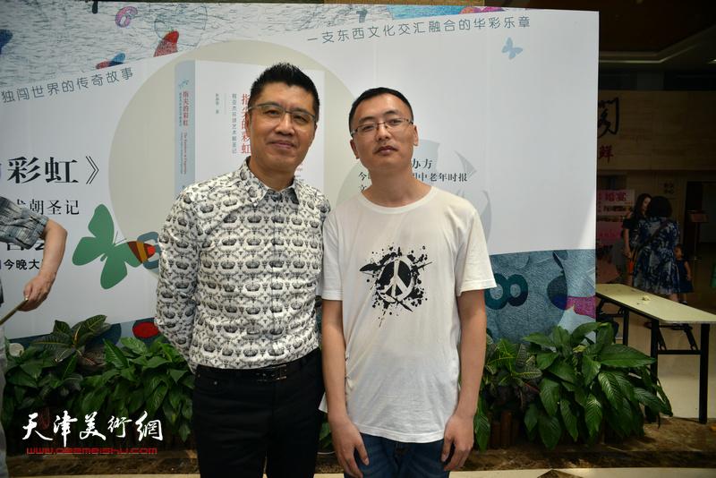程亚杰、杨颖在首发签售现场。