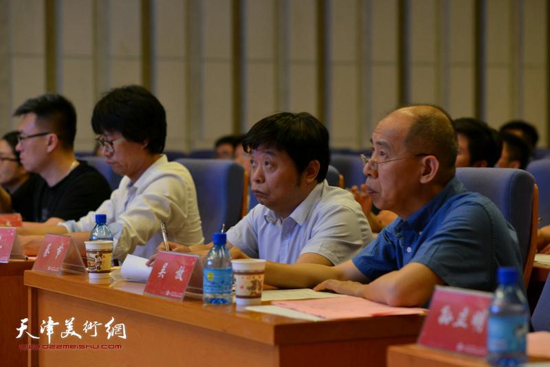 蔡节教授、吴放教授在专家评委席上。