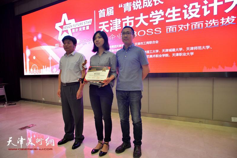 天津大学安驿、李桐获得最佳创意奖。