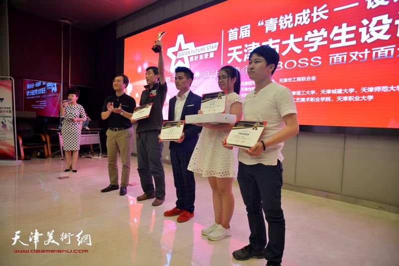 """马锦韬、张晓翠获得首届""""青锐成长-设计未来星""""金奖。"""