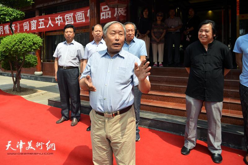 天津书法家协会原主席唐云来致辞。