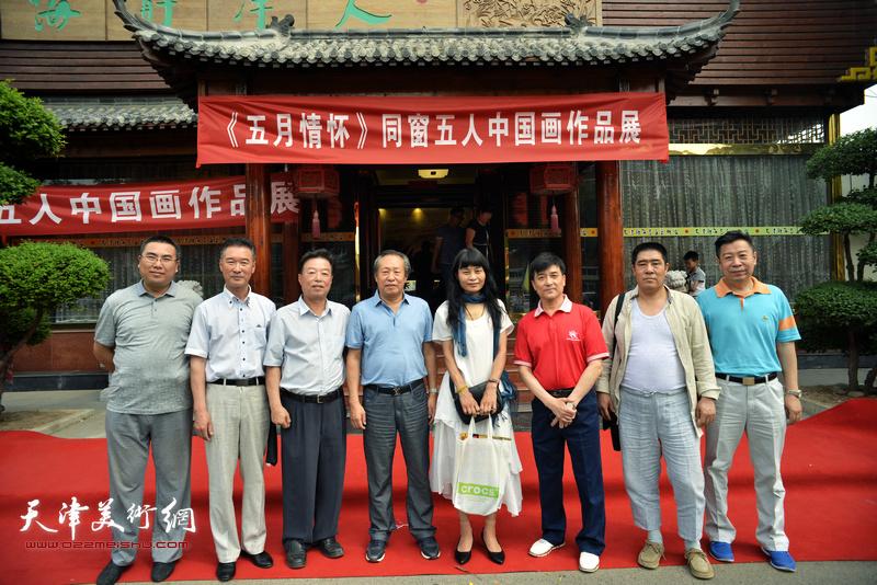 左起:徐伯全、陈之海、杨建国、刘国胜、杨晓君、王群英、曲树立、李增亭在开幕仪式现场。