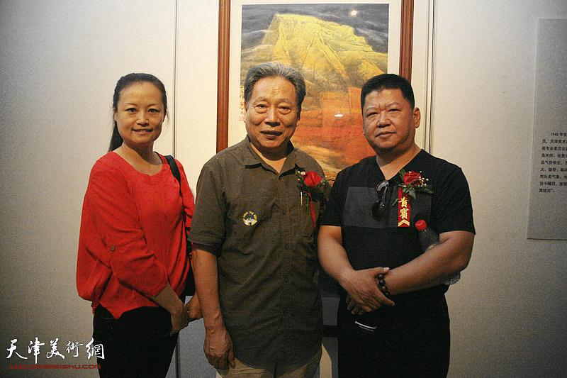 王昕、霍然、林枫在画展现场。