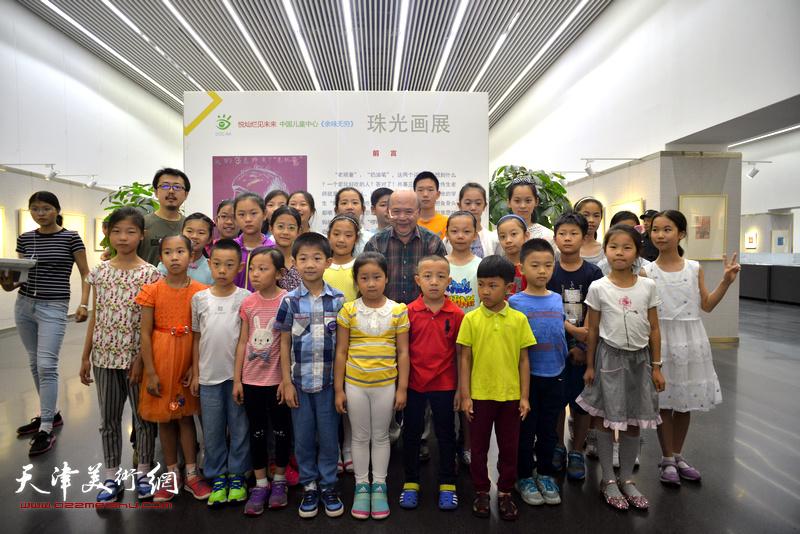 """""""悦灿烂 见未来""""—中国儿童中心""""余味无穷""""珠光画展览6月3日在天津图书馆开幕。"""