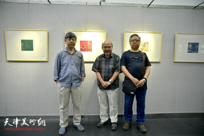 左起:张礼军、余传生、石增琇在画展现场。