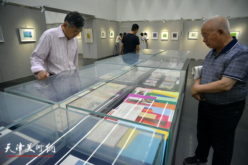 画展还展出了余传生几十年来的艺术实践和成果。