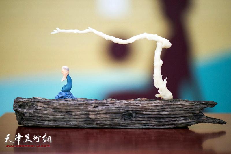 刘芳面塑新作《无礙》。