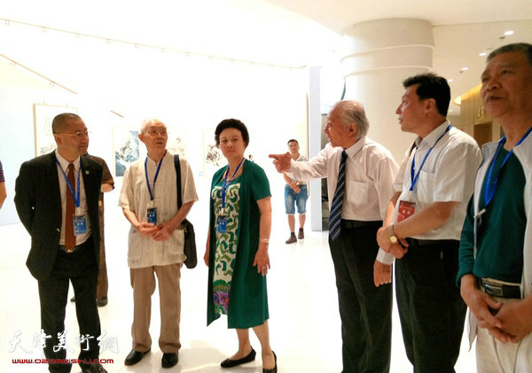 画家郭文伟与宋明远、陈明等北京、山东、上海画家在交流