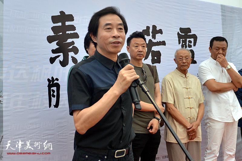 天津美术学院中国画院长李孝萱教授致辞。
