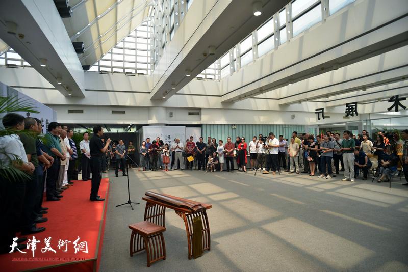 """""""素心若雪-肖培金中国画展""""开幕仪式现场。"""