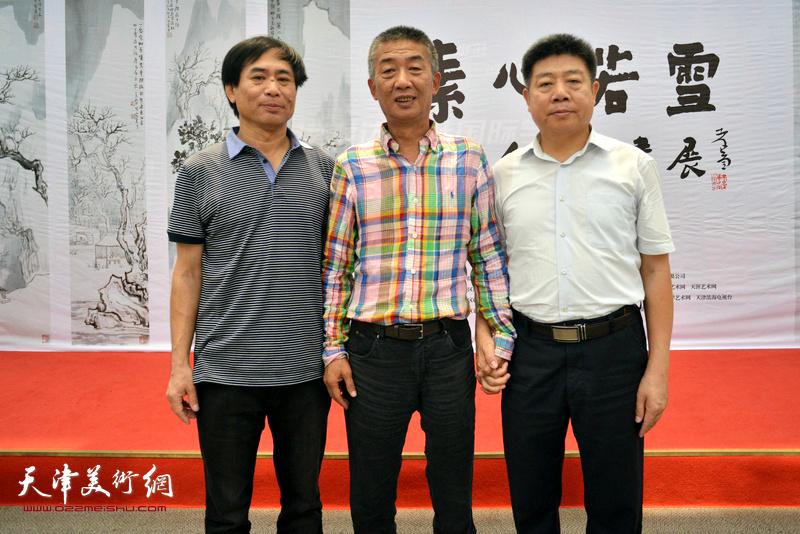 左起:肖培金、邓国源、张养峰在画展现场。