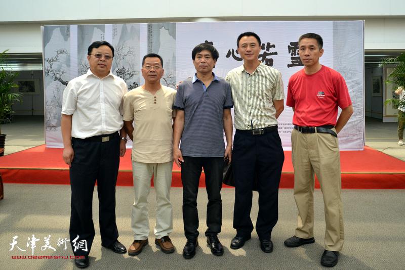 左起:卢世明、张苏闵、肖培金、岳维传、孙立鹏在画展现场。