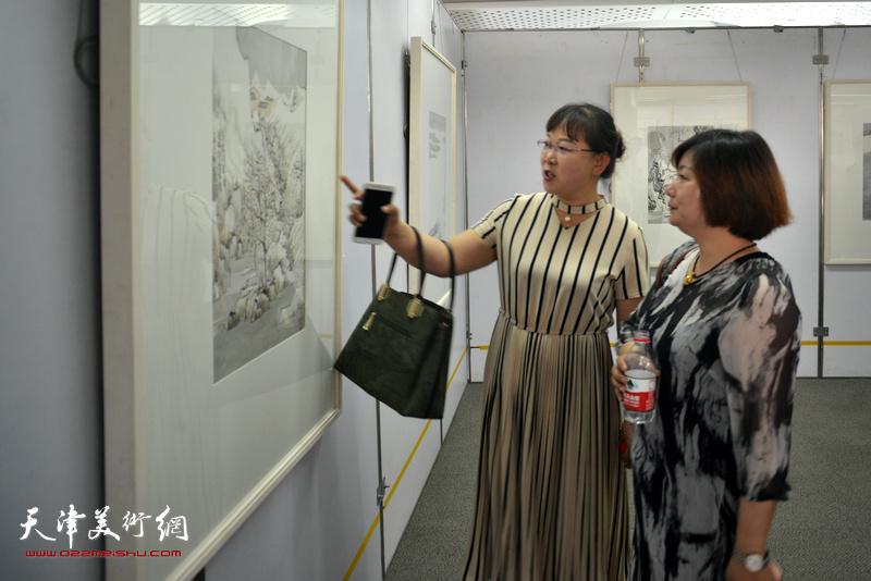 """""""素心若雪---肖培金中国画展""""现场。"""