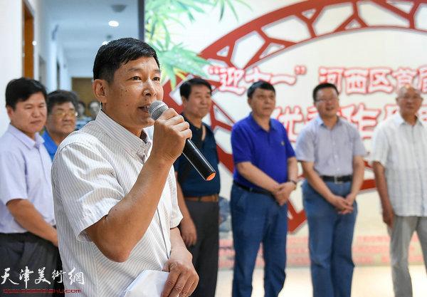 河西区美术家协会秘书长刘国柱主持开幕仪式