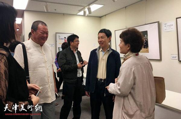 马孟杰与中日友人交流。