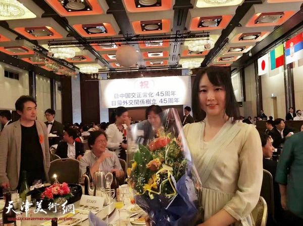 马丽亚在第三届中日韩插花艺术交流会现场。