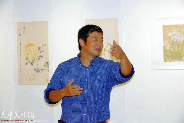 策展人、刘南教授主持开幕式
